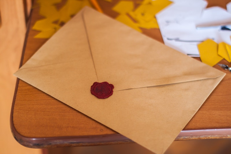 brown-paper-envelope-on-table-211290