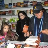 Италианската мегазвезда Ал Бано раздава автографи на Панаира на книгата