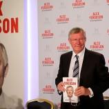 Биографията на сър Алекс чупи рекорди в Обединеното кралство