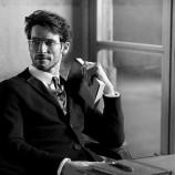 Клип на Armani подлуди фенките на четенето