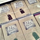 Ваня Щерева опакова ръчно комплекти с книги за читатели