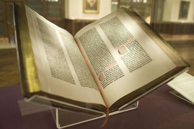 biblya na gutenberg v nyuyorkskata biblioteka