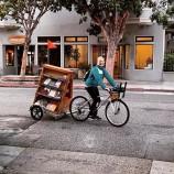 """Библиотека на колело доставя книги и Wi-Fi на деца в """"Книжни пустини"""""""