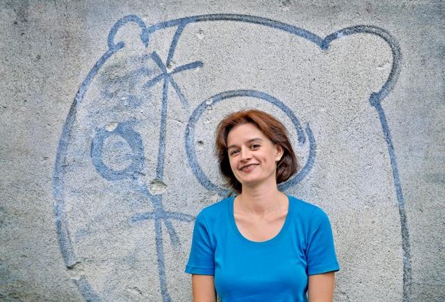 """Мария Донева представя книгата """"Тя се наслаждава на дъжда"""" в Асеновград"""