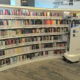 Робот скенер работи в помощ на библиотекарите в Сингапур