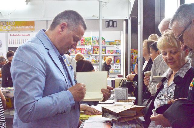 Георги Господинов на щанда на Жанет