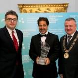 Писател и преводач си поделиха награда от 100 000 евро, връчвана от библиотекари