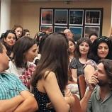 Фредерик Бегбеде показа чувство за хумор с чаша в ръка във Варна