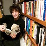 Нийл Геймън начело на плеяда от писатели в подкрепа на училищните библиотеки