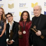Джесмин Уорд печели за втори път Националната литературна награда на САЩ