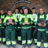 Боклукчии отвориха библиотека от изхвърлени книги