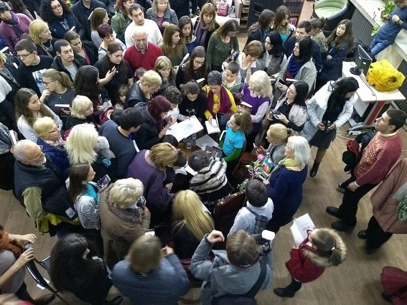 """Над 400 гости посетиха премиерата на биографията на Стоянка Мутафова """"Добър вечер, столетие мое!"""""""
