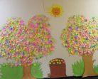 """""""Четящи"""" дървета във варненска библиотека грабнаха сърцата на малките любители на книгите"""