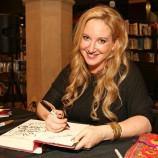 Netflix екранизира романите на Лий Бардуго