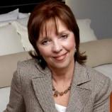 Нора Робъртс съди бразилска писателка за плагиатство