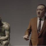 Кевин Спейси чете поезия в италиански музей