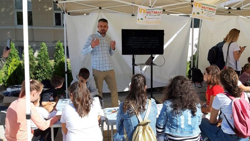 Стоян Атанасов от KONTUR гостува на литературния фестивал във Враца