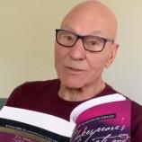 Патрик Стюарт чете Шекспир на живо в Instagram