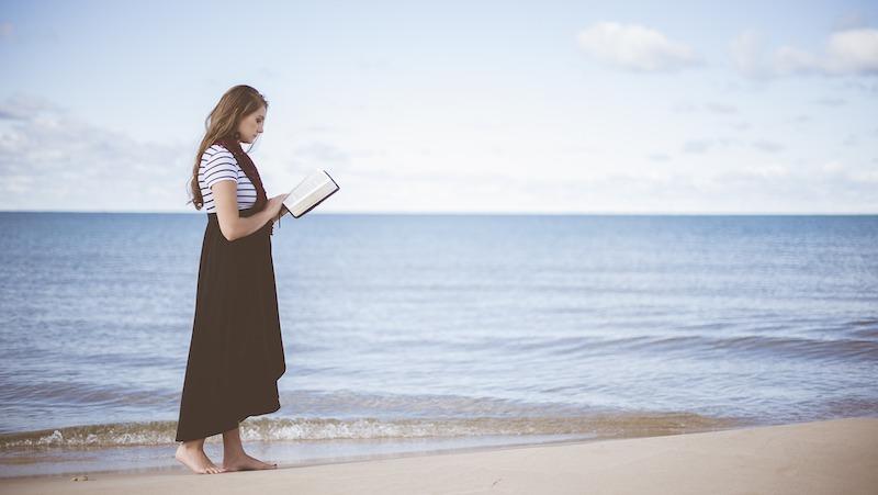 книга, плаж, море, момиче