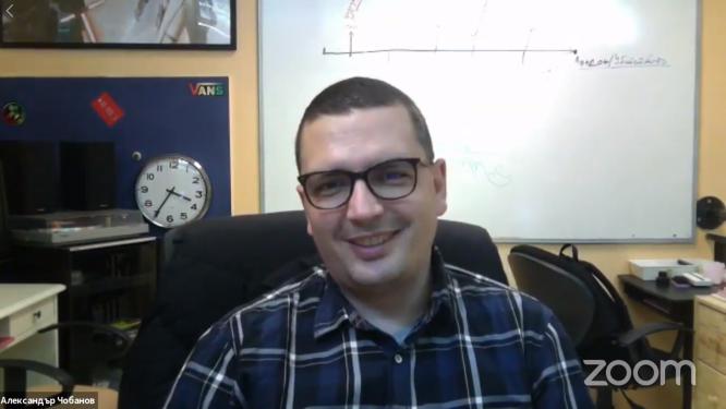 #ВкъщиСъмИЧета: Александър Чобанов подготвя криминален роман