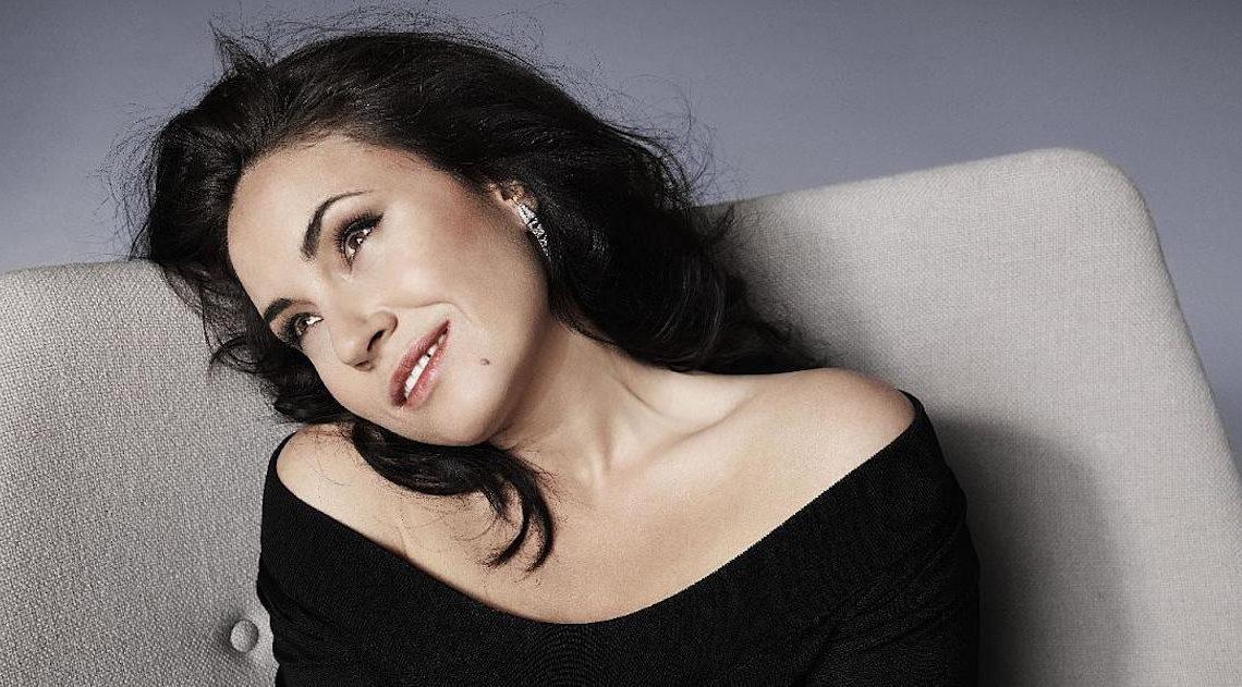 Соня Йончева (снимка: Elle.bg)