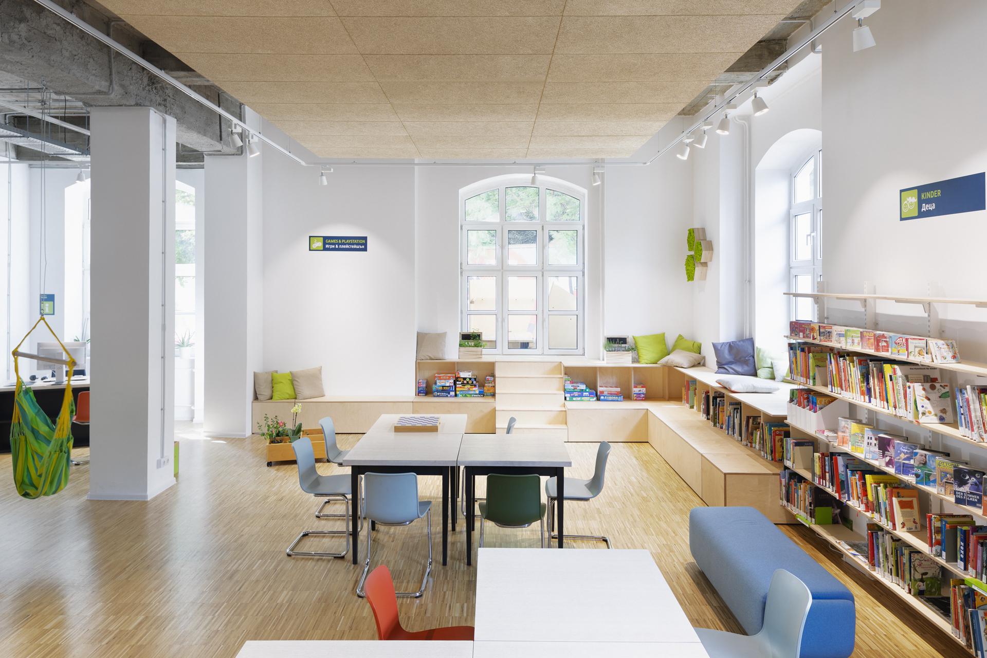 Чуй книгите: на гости в обновената библиотека на Гьоте-институт