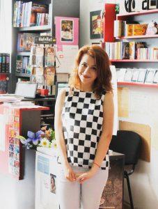 """Ния Цанева е родена през 1996 г. Нейни творби са публикувани в електронното списание """"Думите"""" и в антологиите """"Репликация"""" (2010) и """"Изборът"""" (2012) с най-доброто от международния конкурс за фантастичен разказ """"Златен Кан"""". Сборникът с разкази """"Летни деца"""" е дебютната й книга."""