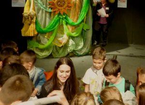 Диляна Крусева с малките читатели на Националния фестивал на детската книга в Сливен през 2014 г.
